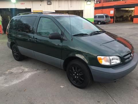 1999 Toyota Sienna for sale at Diamond Auto Sales in Milwaukee WI