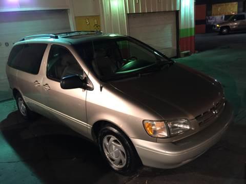 2000 Toyota Sienna for sale at Diamond Auto Sales in Milwaukee WI