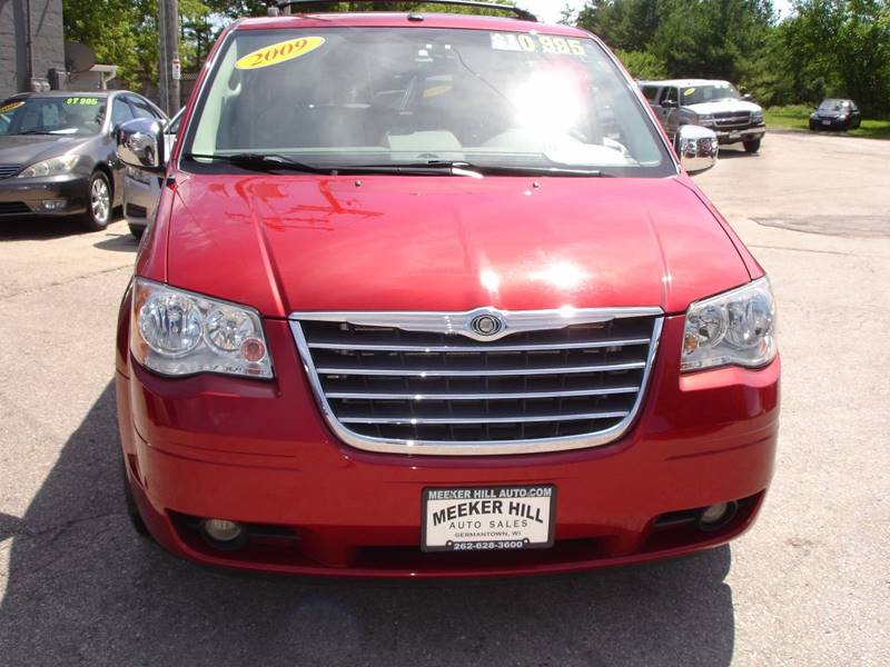 2009 Chrysler Town and Country Touring Mini-Van 4dr - Germantown WI