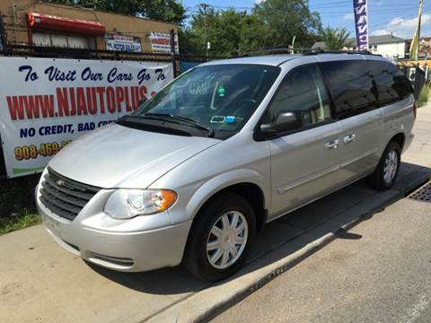 2005 Chrysler Town and Country for sale in Elizabeth, NJ