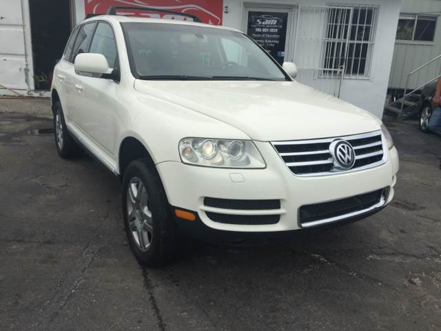 2004 VOLKSWAGEN TOUAREG V8 AWD 4DR SUV white instant financing with approved credit clean carf
