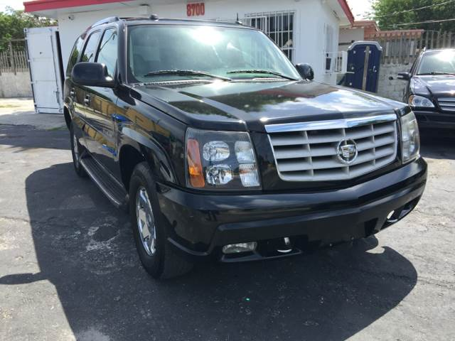 2004 CADILLAC ESCALADE BASE RWD 4DR SUV black this vehicle is priced 999 below the market averag