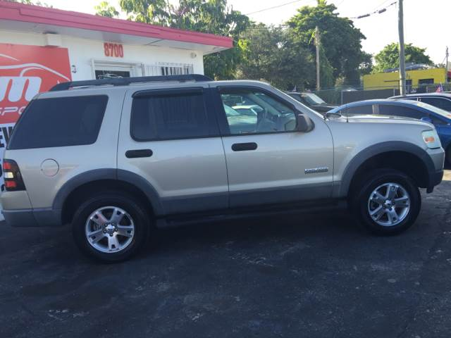 2006 FORD EXPLORER XLT gold 2004 ford explorer xlt all power automatic  ac amfm stereo auxi