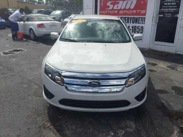 2011 FORD FUSION SE 4DR SEDAN white instant financing with approved credit one owner white wi