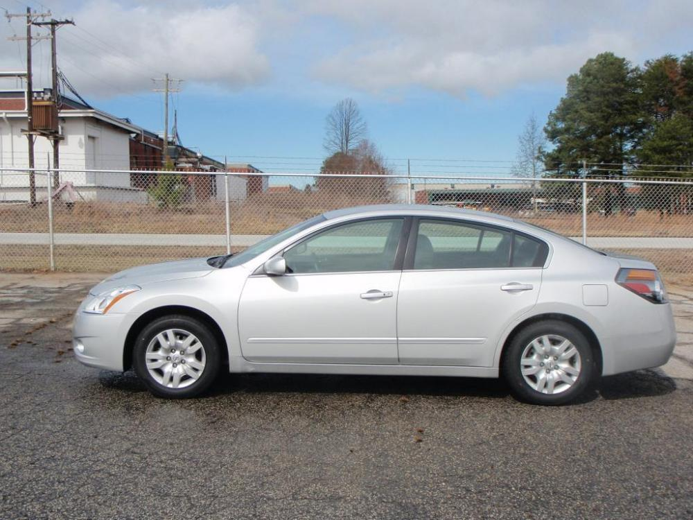 2011 NISSAN ALTIMA 25S silver new set of tires25 liter 4 cylinderabsanti theft systemamfm