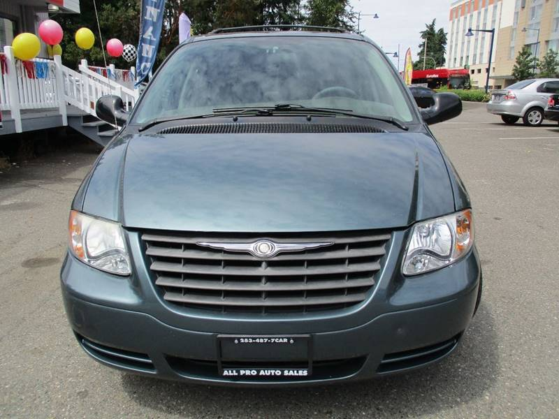 2006 Chrysler Town and Country 4dr Mini-Van - Des Moines WA