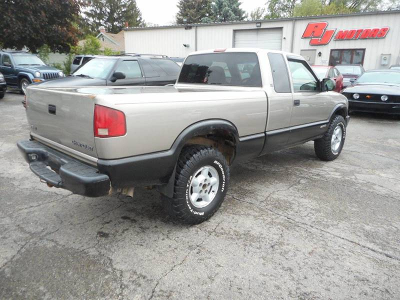 2003 Chevrolet S-10 3dr Extended Cab LS 4WD SB - Plano IL