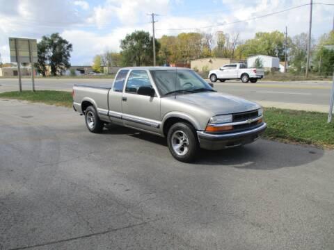 2000 Chevrolet S-10 for sale at RJ Motors in Plano IL