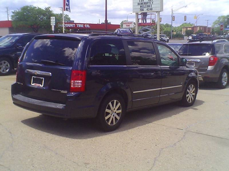 2009 Chrysler Town and Country Touring Mini-Van 4dr - Center Line MI