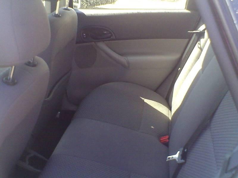 2006 Ford Focus ZX5 SES 4dr Hatchback - Center Line MI