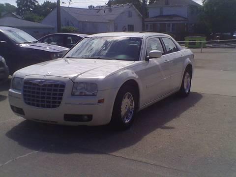 2005 Chrysler 300 for sale in Center Line, MI