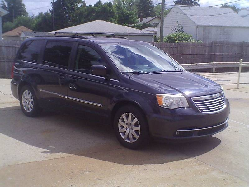 2013 Chrysler Town And Country Touring 4dr Mini Van In