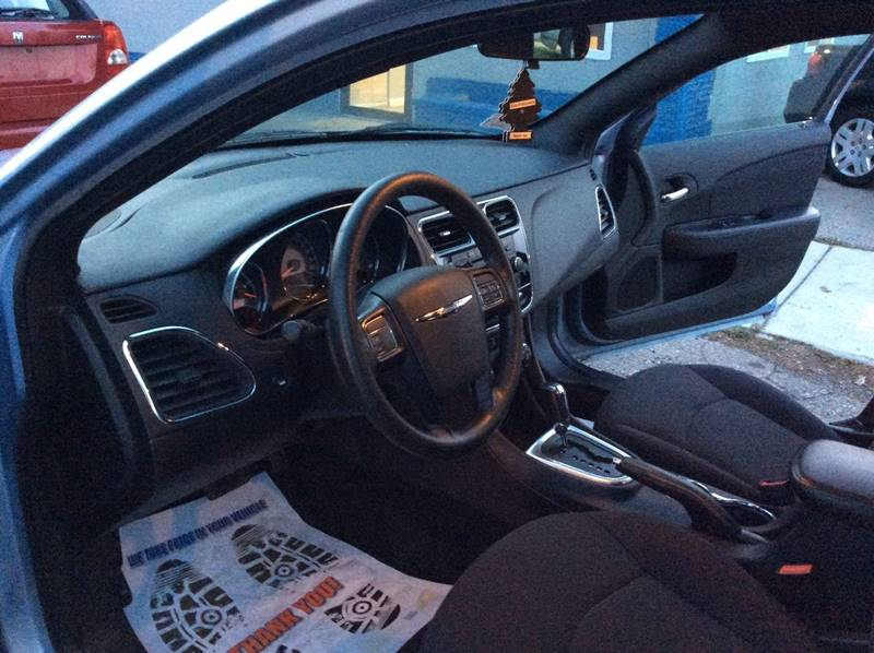 2013 Chrysler 200 LX 4dr Sedan - Mount Clemens MI