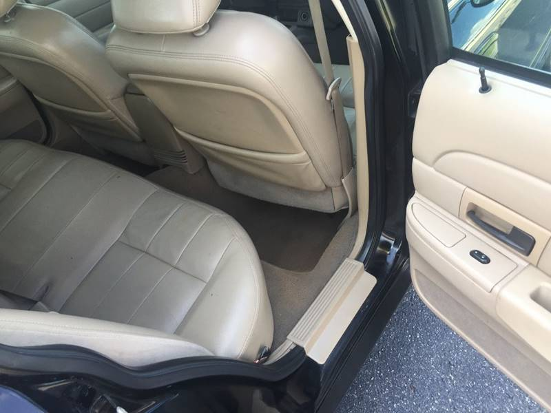 2005 Ford Crown Victoria LX 4dr Sedan - Winston Salem NC