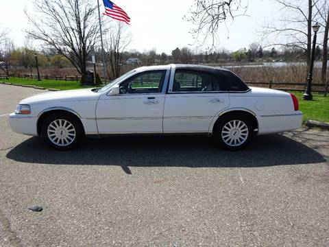 2005 Lincoln Town Car for sale in Holly, MI