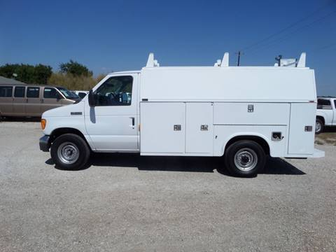 2006 Ford E-350 for sale at AUTO FLEET REMARKETING, INC. in Van Alstyne TX