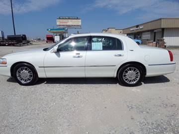 2006 Lincoln Town Car for sale at AUTO FLEET REMARKETING, INC. in Van Alstyne TX