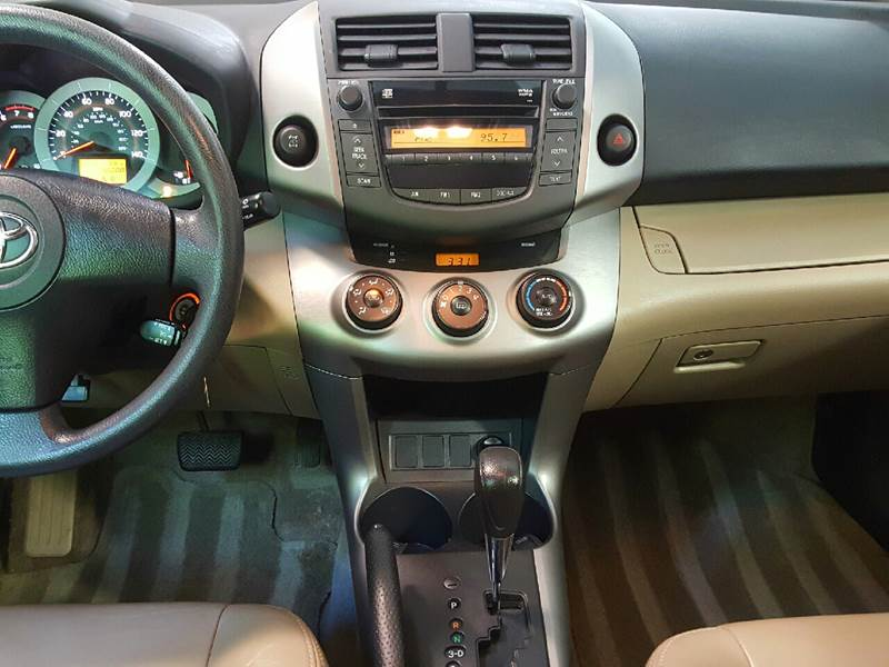 2006 Toyota RAV4 for sale at AUTOFINDERS LLC in Laconia NH