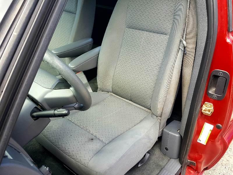 2007 Dodge Dakota for sale at AUTOFINDERS LLC in Laconia NH