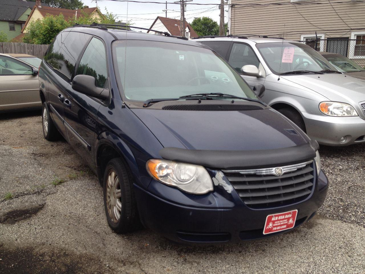 2005 Chrysler Town And Country Touring 4dr Extended Mini
