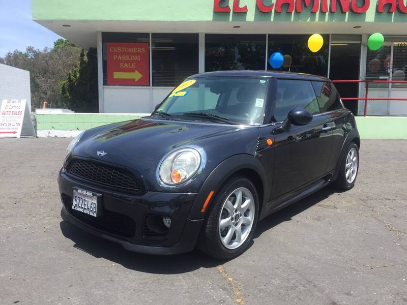 2007 MINI COOPER BASE 2DR HATCHBACK charcoal very clean car the paint is in great shape and c