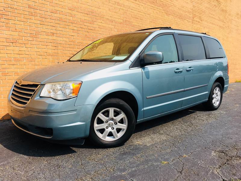 2010 Chrysler Town and Country for sale at DUNCAN AUTO SALES, INC in Cartersville GA