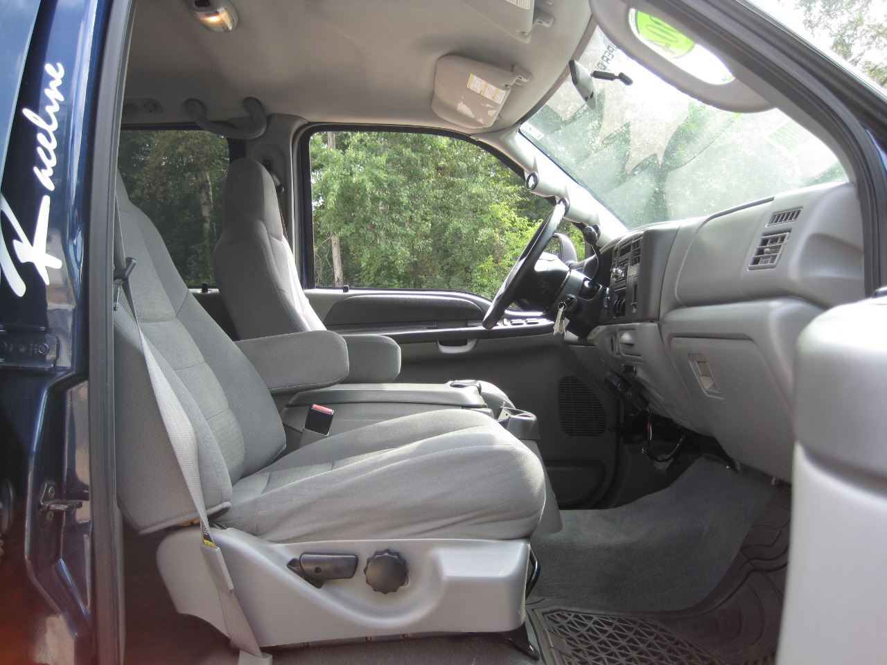 2004 Ford F 250 Super Duty 4dr Crew Cab Xlt 4wd Sb In Columbiaville Contact
