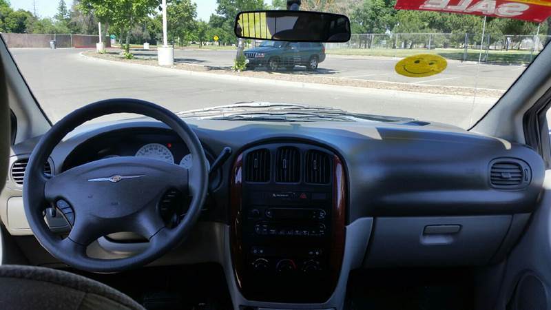 2005 Chrysler Town and Country 4dr Mini-Van - Merced CA