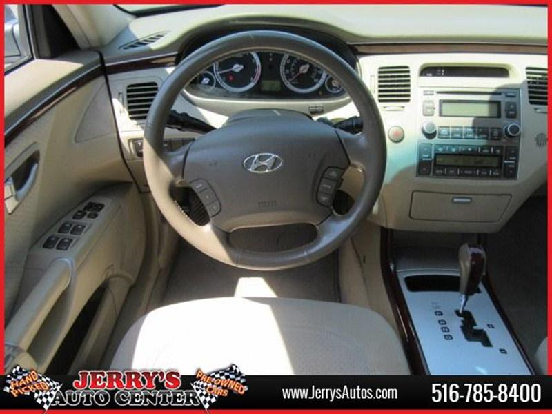 2007 Hyundai Azera for sale at JERRY'S AUTO CENTER in Bellmore NY