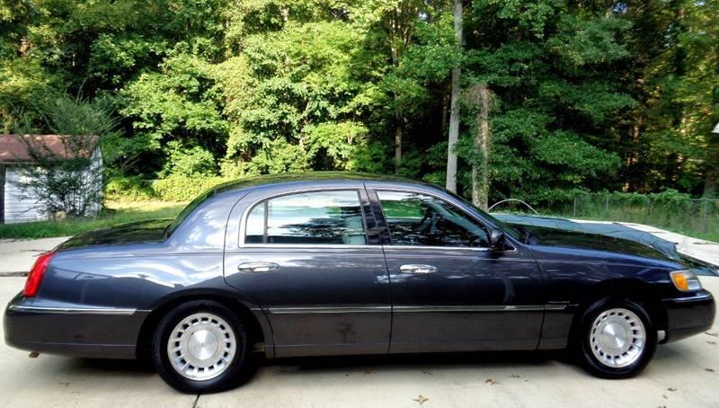 2001 lincoln town car executive 4dr sedan in richmond va. Black Bedroom Furniture Sets. Home Design Ideas