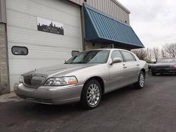 2007 Lincoln Town Car for sale at Chicago Auto Network in Mokena IL