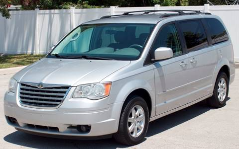 2008 Chrysler Town and Country for sale in Oakland Park, FL