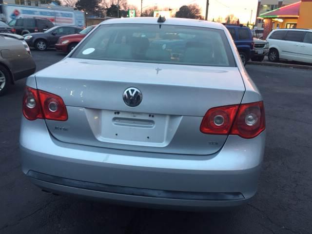 2005 Volkswagen Jetta 4dr New TDI Turbodiesel Sedan - Norfolk VA