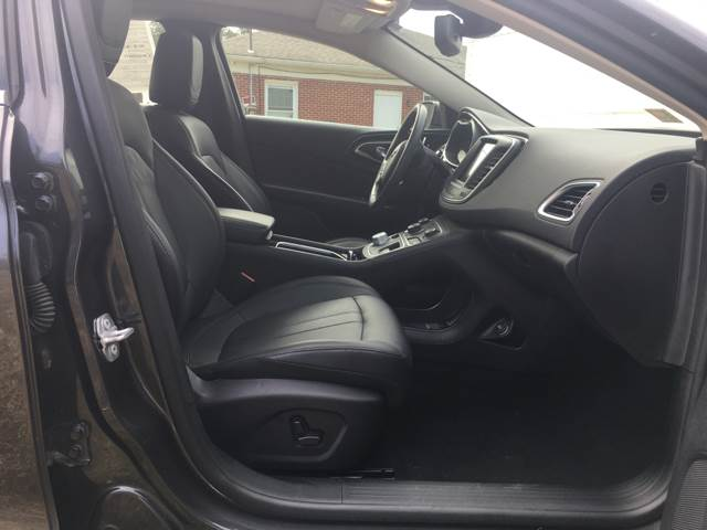 2015 Chrysler 200 AWD C 4dr Sedan - Quinton VA