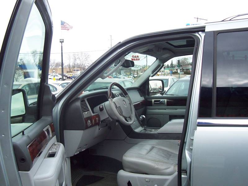 2005 Lincoln Navigator Luxury 4WD 4dr SUV - Minneapolis MN