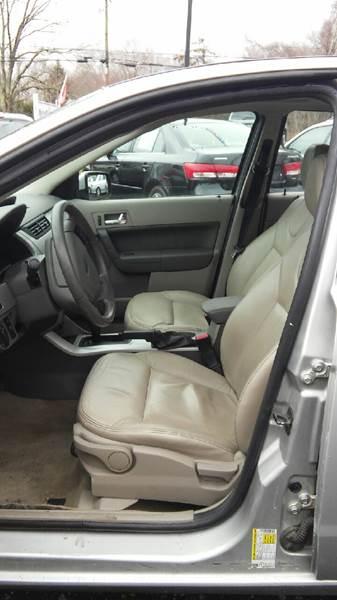 2009 Ford Focus SES 4dr Sedan - North Franklin CT