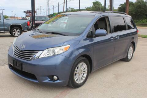 2014 Toyota Sienna for sale at Flash Auto Sales in Garland TX