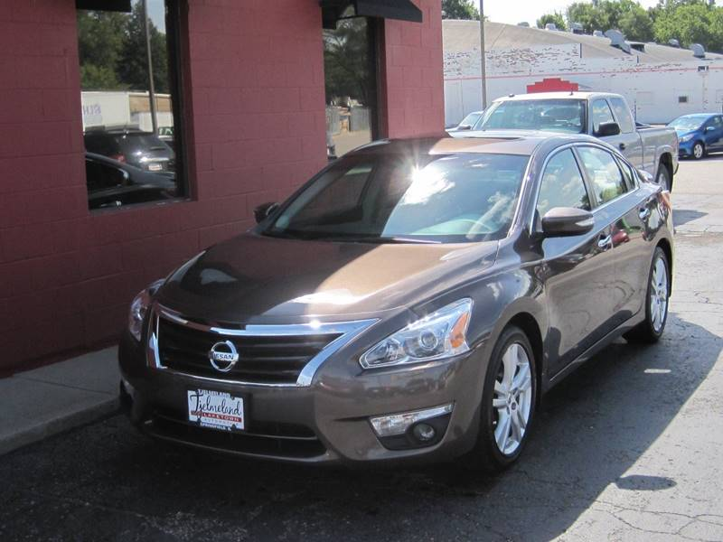 2013 Nissan Altima for sale at Tjelmeland Laketown Automotive in Springfield IL