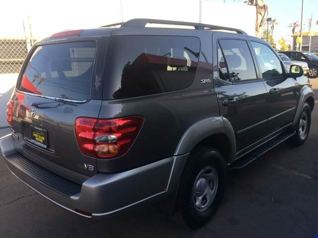 2004 Toyota Sequoia SR5 4dr SUV - Downey CA