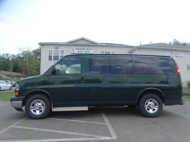 2008 Chevrolet Express Passenger for sale at SOUTHERN SELECT AUTO SALES in Medina OH