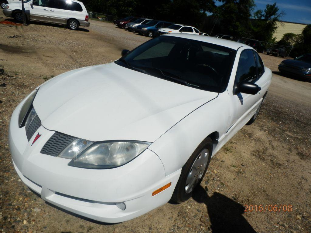 2004 PONTIAC SUNFIRE BASE 2DR COUPE white down payment  80000  monthly payment 22500 rear spo