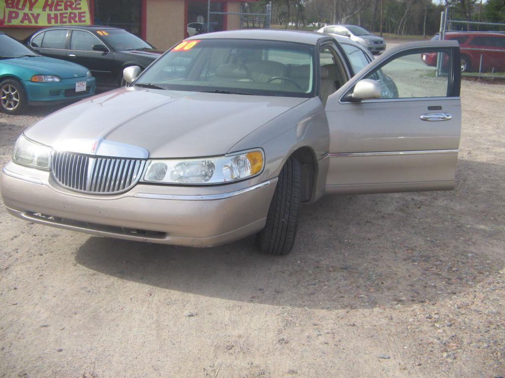 2000 LINCOLN TOWN CAR tan down payment 80000 -  call for cash price 166441 miles VIN 1LNHM