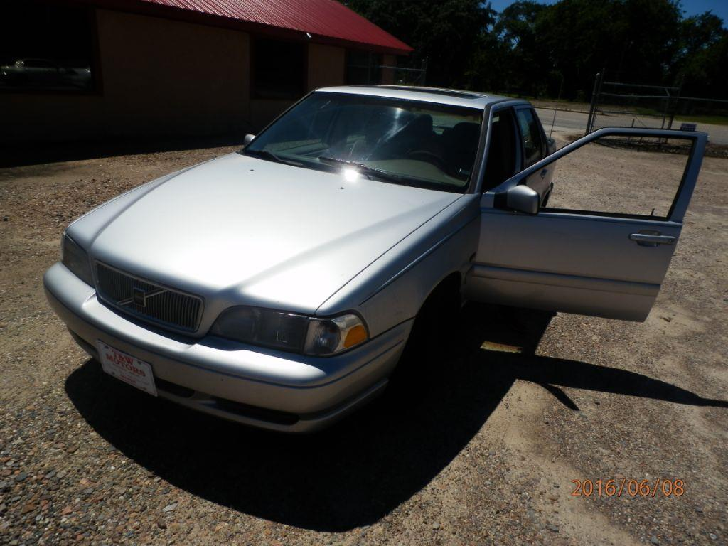 1998 VOLVO S70 silver down payment 100000  monthly payment 22500  cash price 300000 plus sa