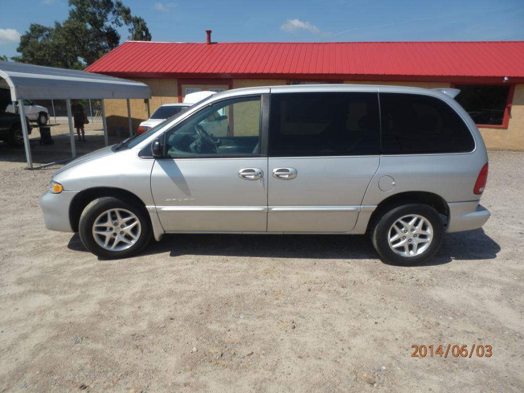 2000 DODGE CARAVAN SE 4DR MINI VAN silver down payment 100000  monthly payment 22500 call fo