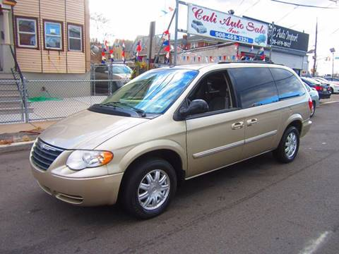 2006 Chrysler Town and Country for sale in Elizabeth, NJ