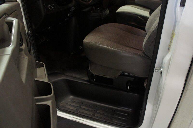 2016 GMC Savana Cutaway 3500 (image 15)