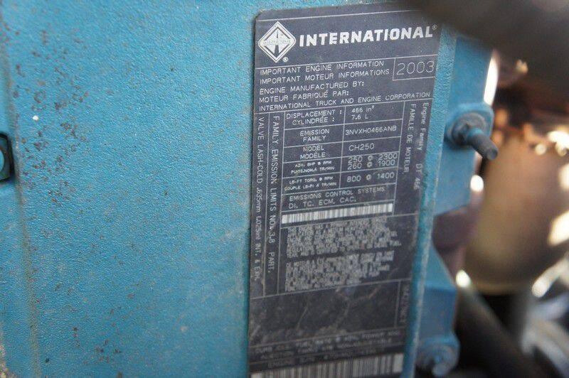 2004 International WorkStar 7400 (image 14)