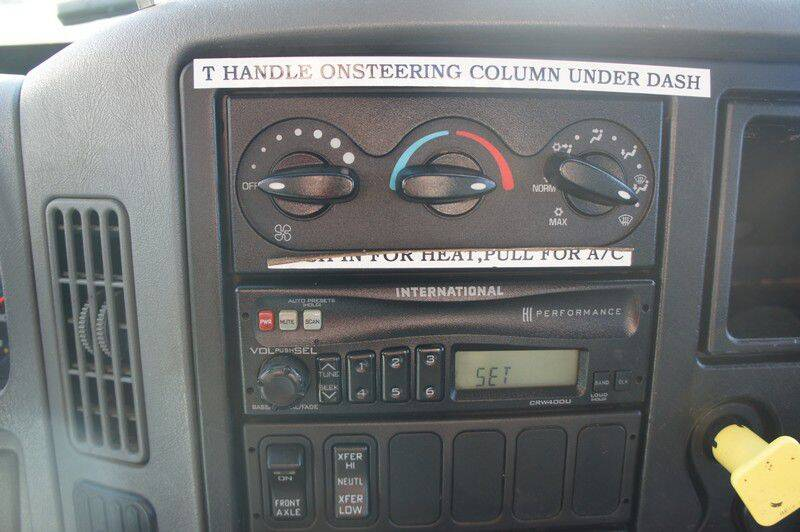 2004 International WorkStar 7400 (image 34)