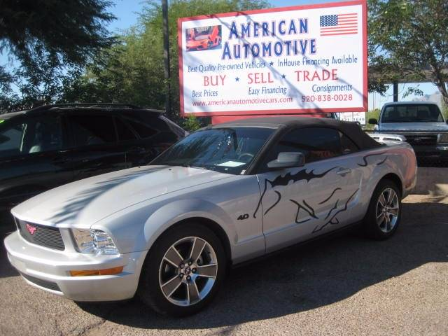2005 FORD MUSTANG silver the front windshield is in excellent condition  the paint is in great s
