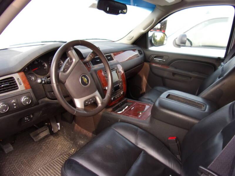 2011 Chevrolet Suburban 4x4 LTZ 1500 4dr SUV - Montevideo MN